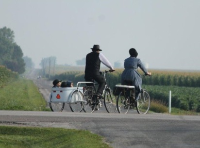 amish-family-bicycling-illinois